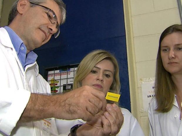 Pesquisadores da UFSCar criaram sensor que diagnostica Alzheimer (Foto: Reginaldo dos Santos EPTV)